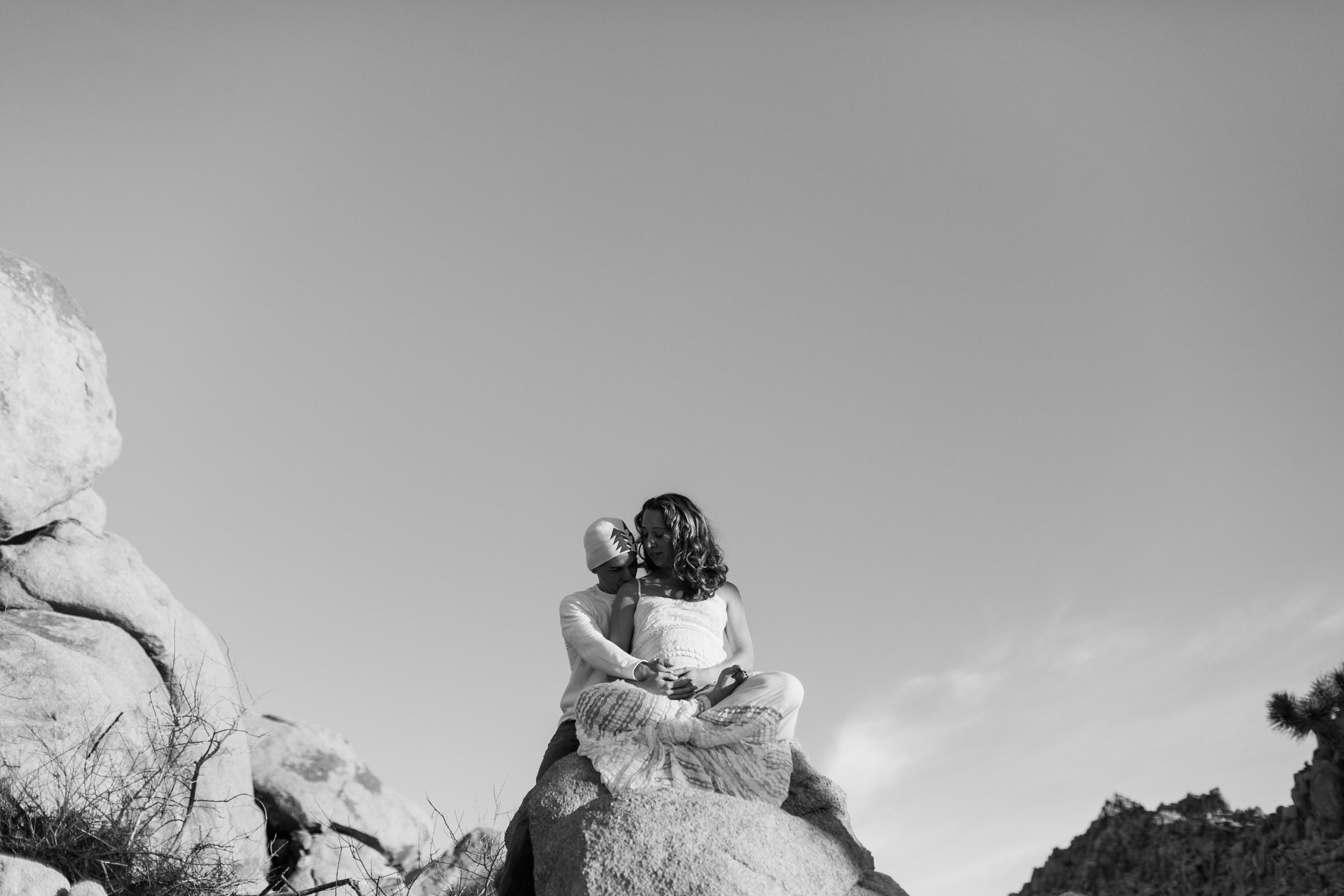 KaraNixonWeddings-JoshuaTree-Maternity-32.jpg