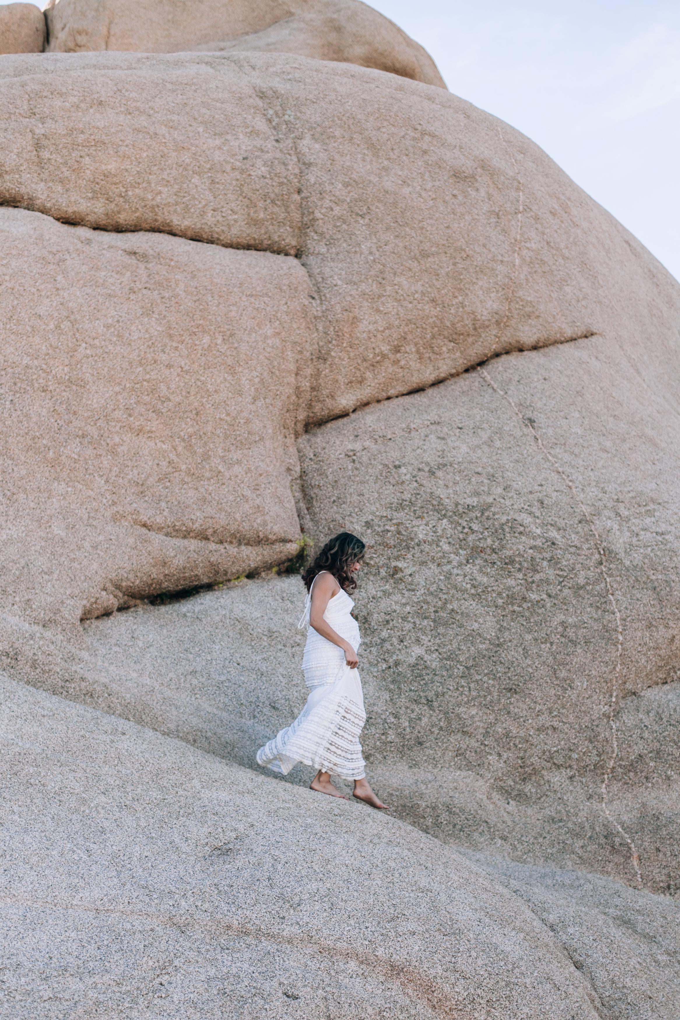 KaraNixonWeddings-JoshuaTree-Maternity-38.jpg