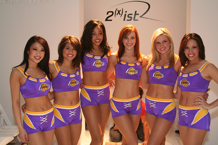 laker_girls3.JPG