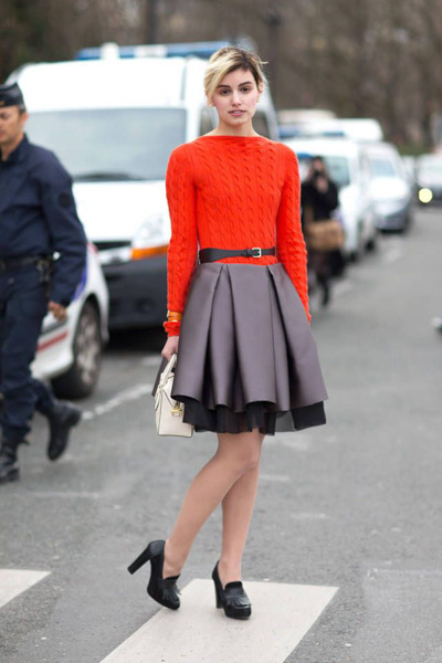Red cable sweater, black skirt and cute chunky black heels