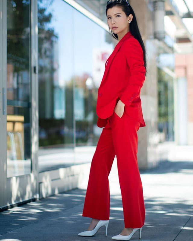 鸡年健康顺利!红红火火!✌️Happy Chinese New Year! #chinesenewyear #yearoftherooster #newyear2017 #redpassion @stellamccartney #stellamccartney #charlesbycharlesdavid #guccisunglasses [link in bio]