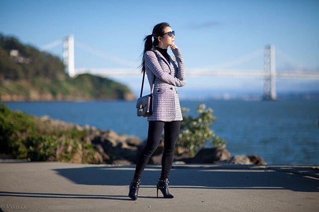 Windy Day at Treasure Island, San Francisco @stjohnknits #stjohn #celinebox #windyday #treasureisland #sanfrancisco #goldengatebridge more pics please [link in bio]