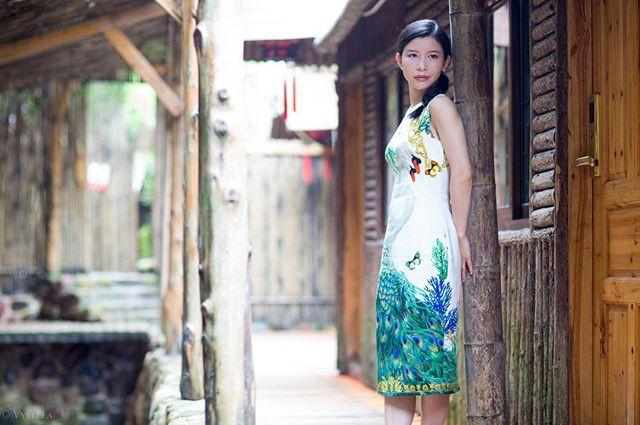 The land of Avatar, my beautiful hometown, Hunan, Zhangjiajie.One of the vacation-oriented resorts, Laodaowan Gorge, Old Taoist Bay. #zhangjiajie #avatar #laodaowan #oldtaoistbay. Beautiful oriental floral dress from @versace collection more details of this #orientaldress [link in bio] #mysteriousplace #taoist #naturalscenery