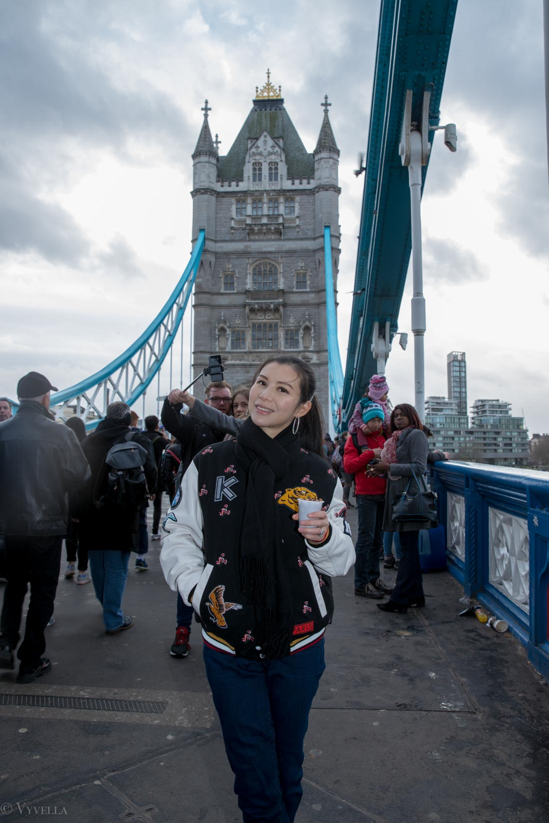 looks_winter-walk-over-london-tower-bridge_02.jpg