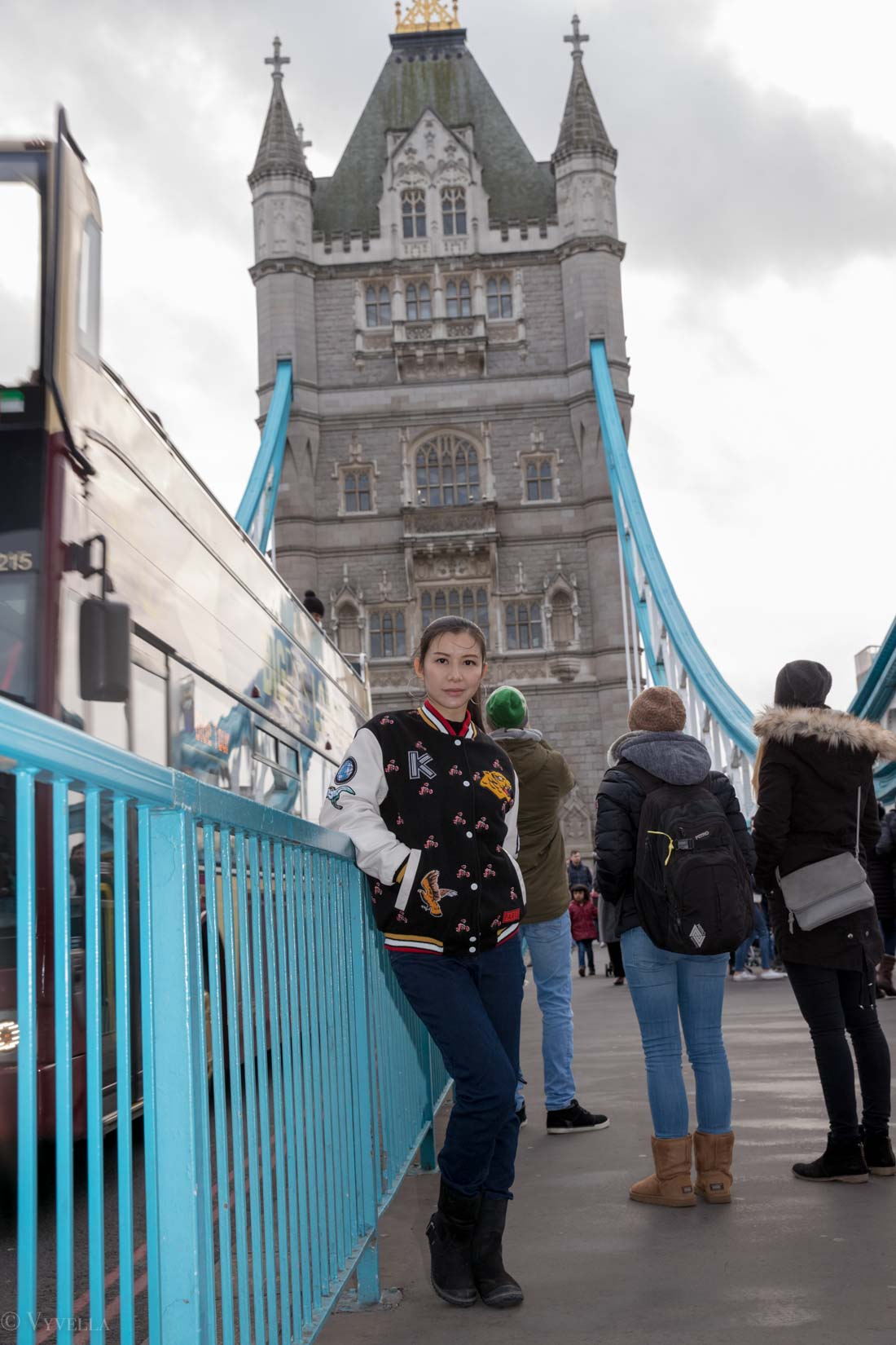 looks_winter-walk-over-london-tower-bridge_03.jpg