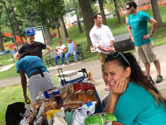 🌤🌭🥇CHURCH PICNIC 🥇🌭🌤 We love our church fam!! Such a fun day - more pics on our FB page ✌🏽❤️ #thenovachurch #dcmetro #alexandria #churchpicnic #churchfam #goodfood #summertime