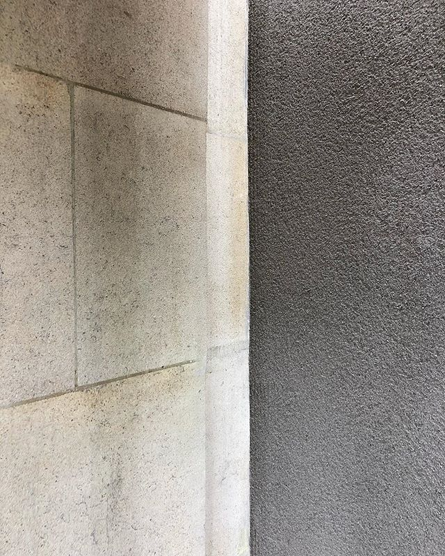 R E N D E R • so happy to see the K rend going up on the last walls to be finished externally on our Lansdown project. (Colour is called 'Grey' !)The rain has been an absolute nightmare but the guys managed to finish off a huge side wall yesterday and it looks 👌spot on. Fab job - with @alexcorcorandesigns #builders #buildingwork #krend #grey #render #cityofbath #bathuk #bathengland #bathbuilders #bathigers #igersbath #bathstone #projectmanager #extension #renovation