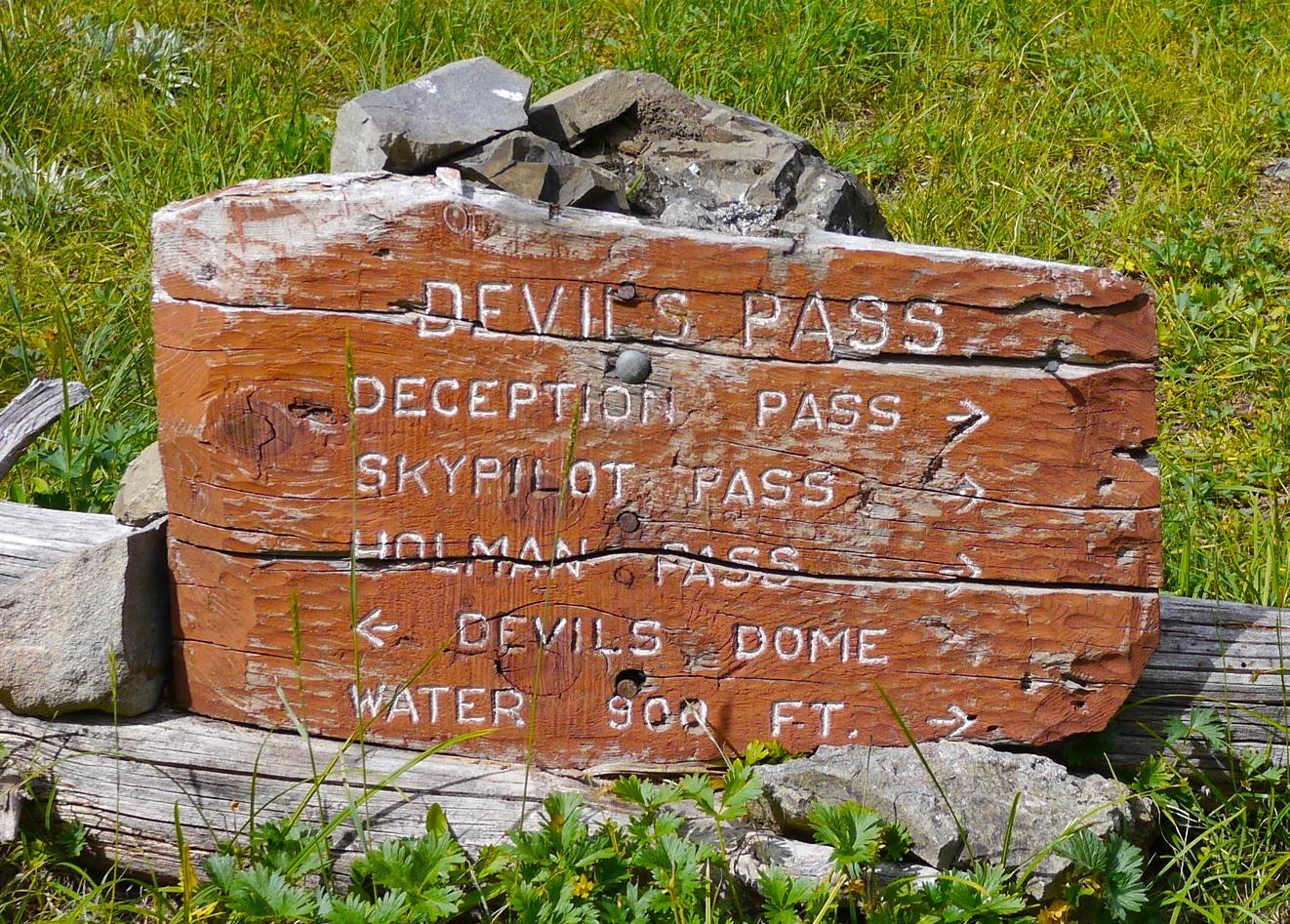 Devil's Pass trail signage