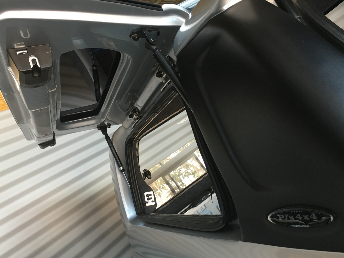 Gull Wing Lift Up Side Windows