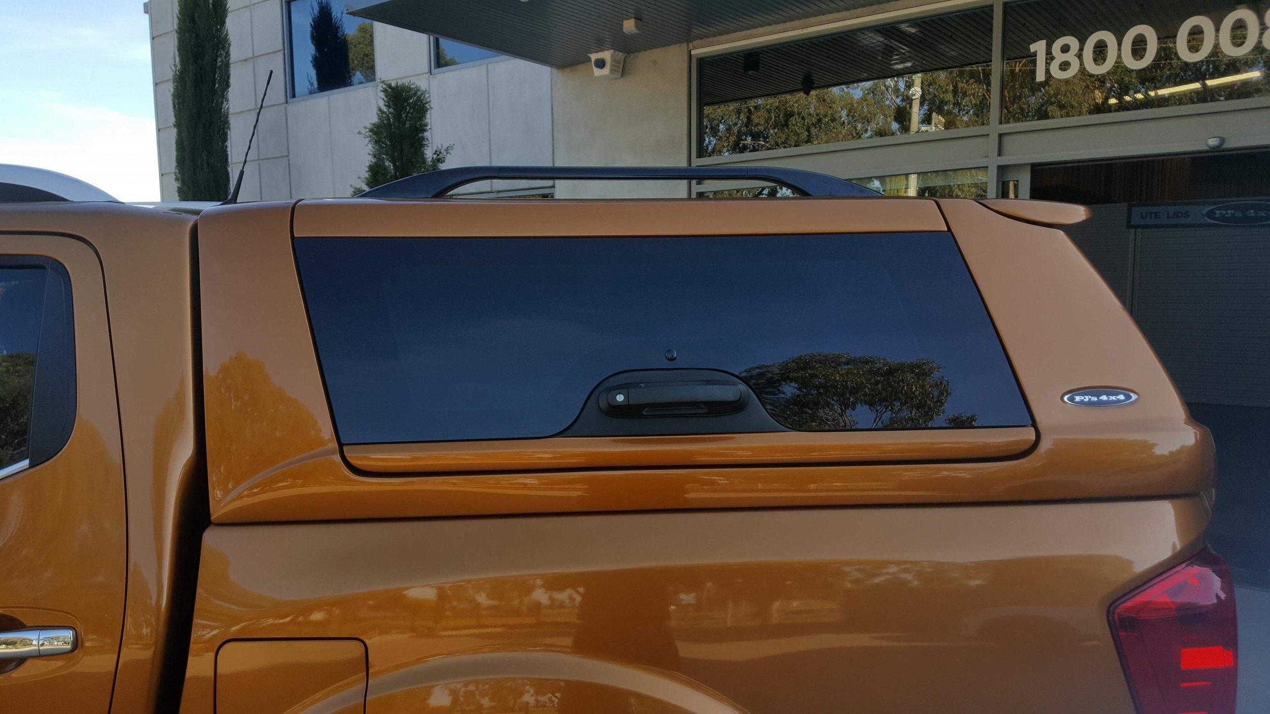 Nissan NP300 ELITE Canopy_Hornet Gold (3).JPG
