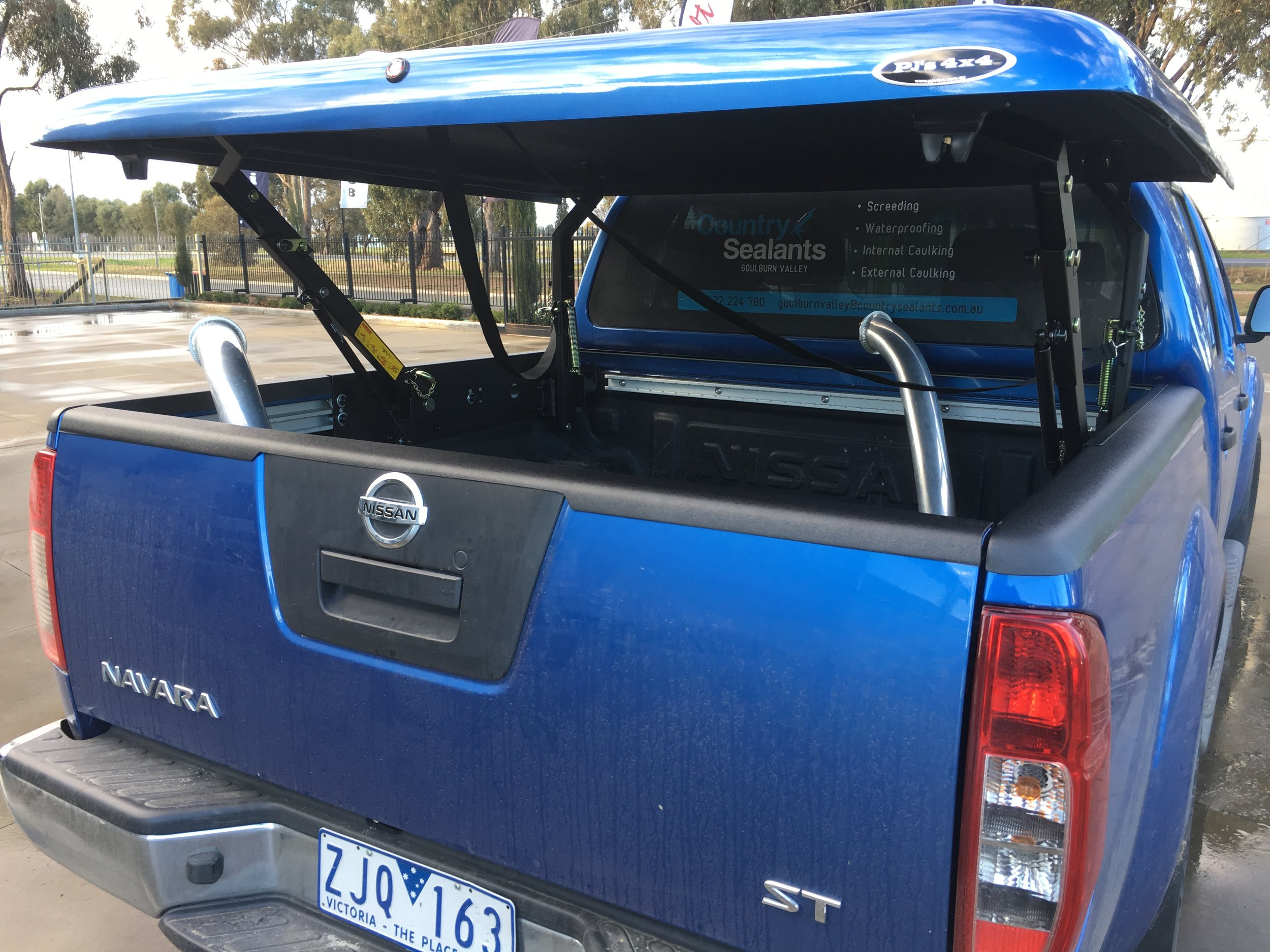 Nissan Navara D40 Blue Top Up 1-piece 2.JPG