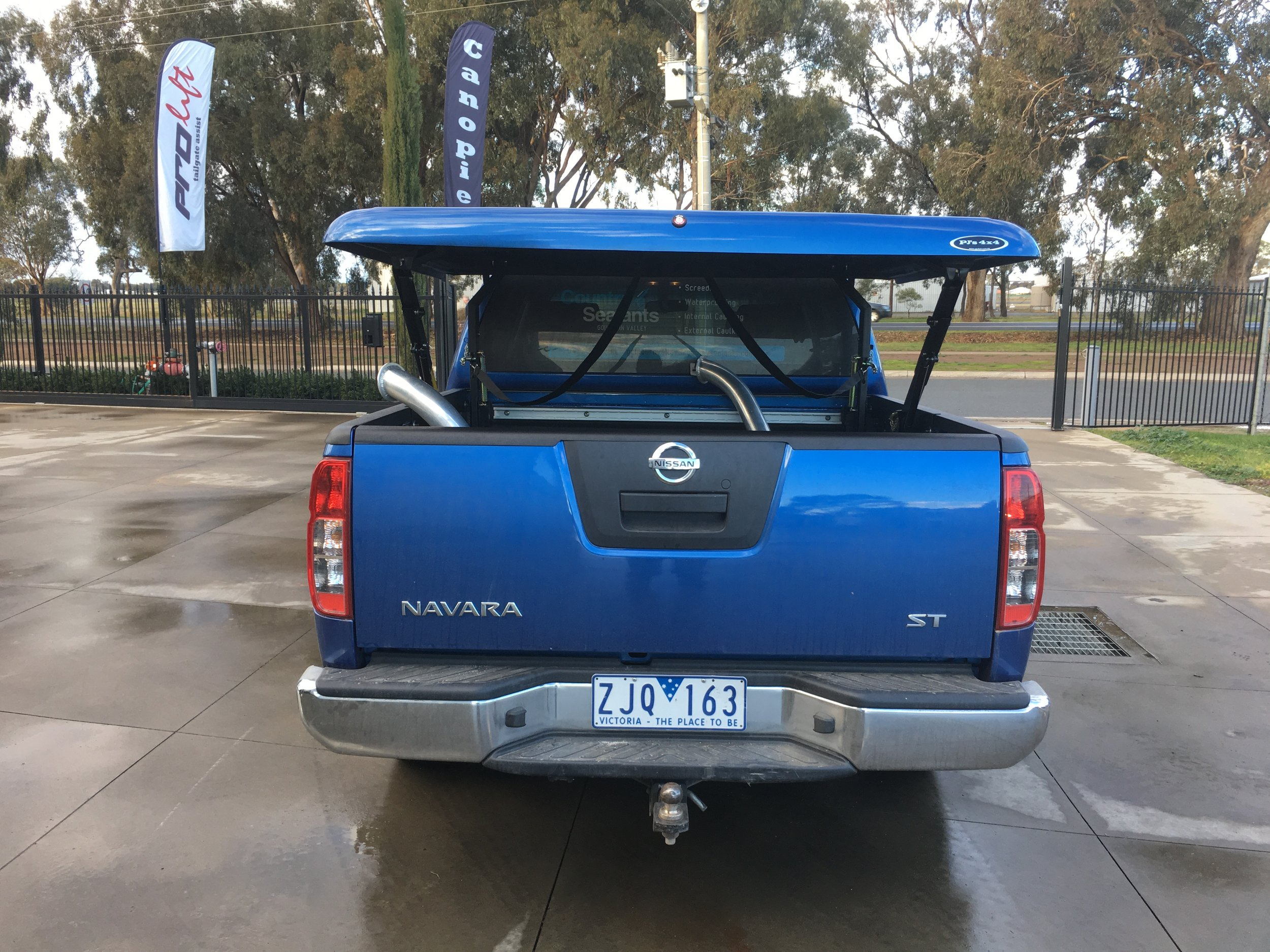 Nissan Navara D40 Blue Top Up 1-piece.JPG