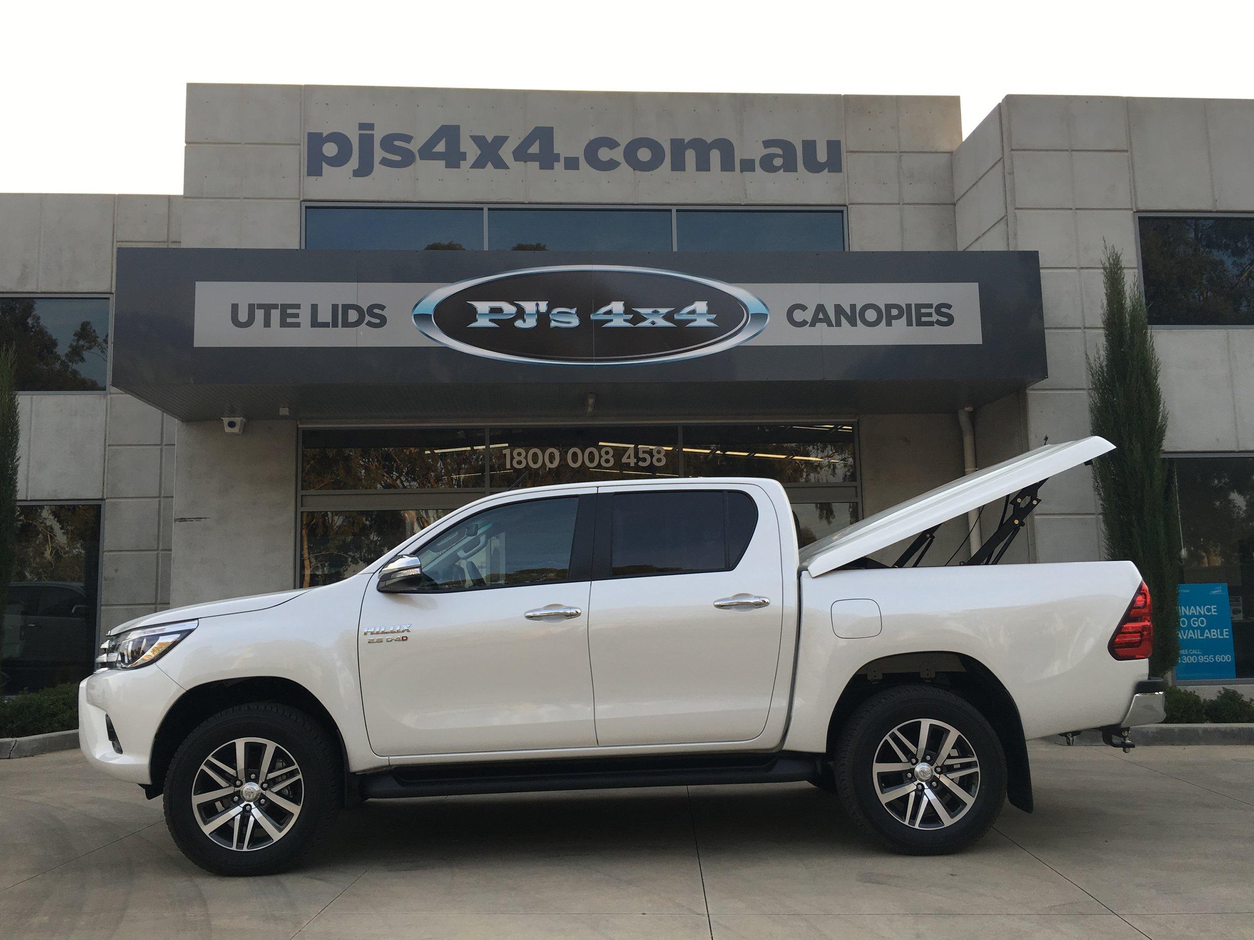 Toyota Hilux (new) TopUp Standard (3).JPG