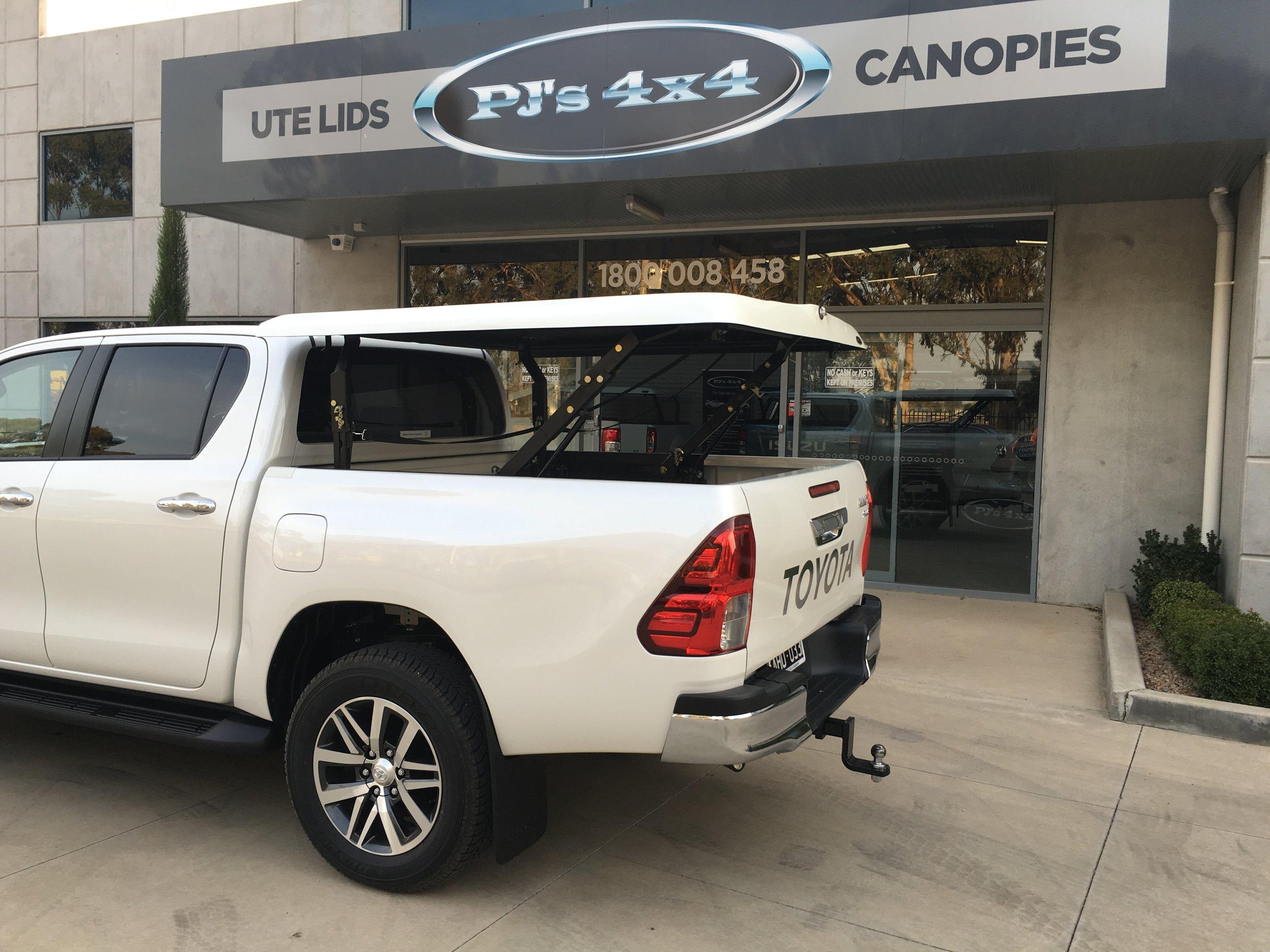 Toyota Hilux (new) TopUp Standard (13).JPG