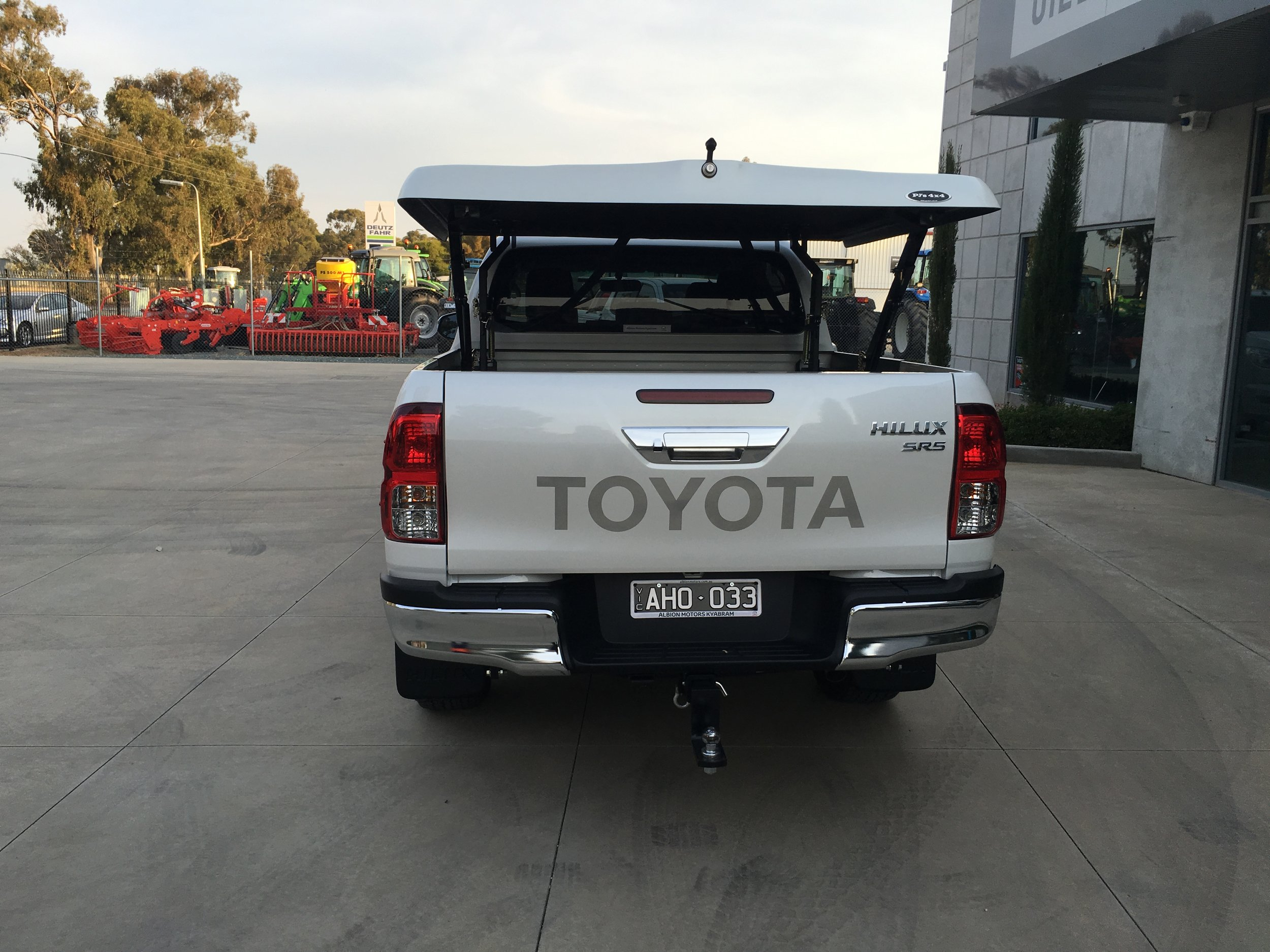 Toyota Hilux (new) TopUp Standard (14).JPG
