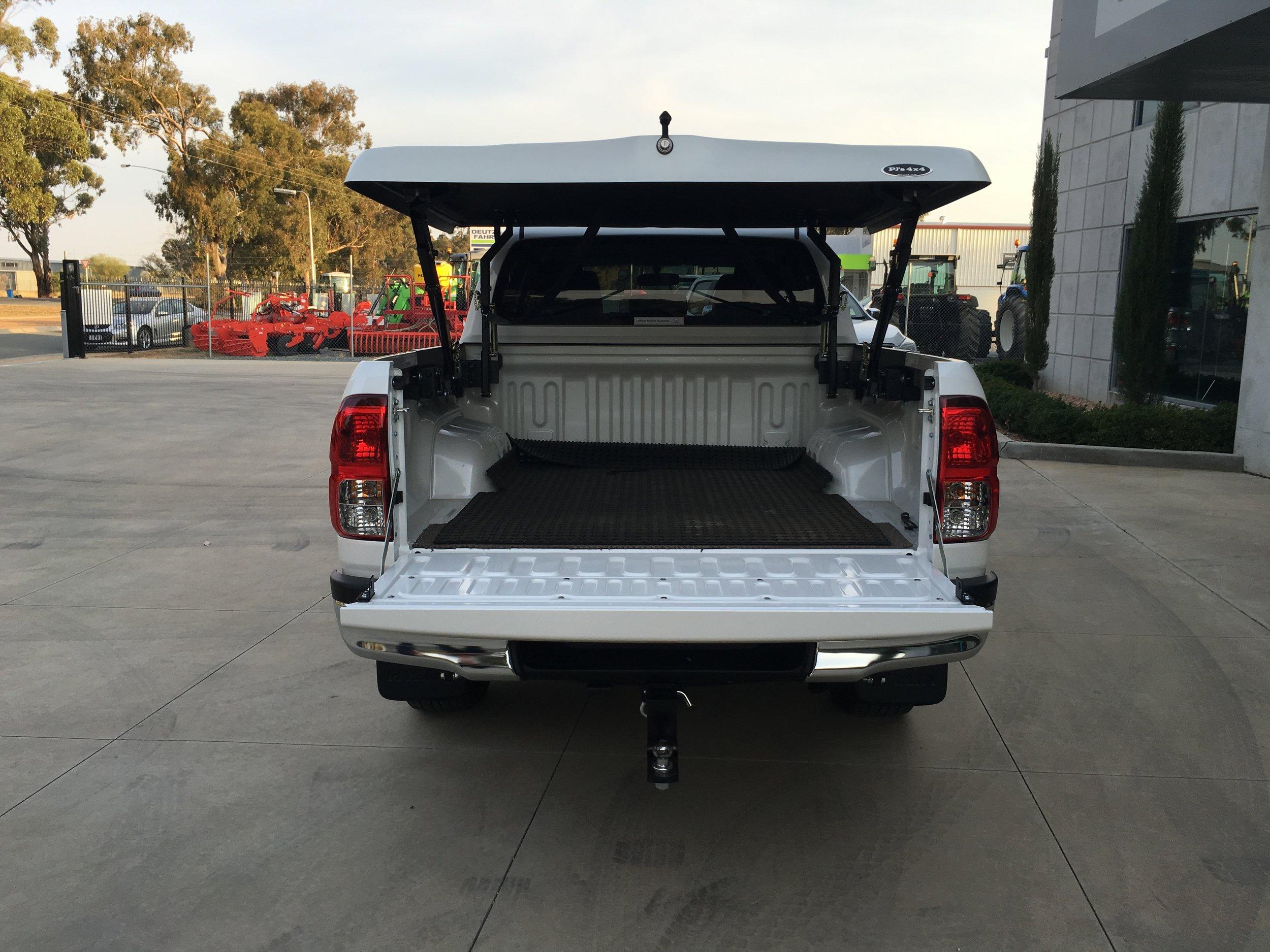 Toyota Hilux (new) TopUp Standard (15).JPG