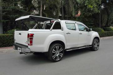 Isuzu Dmax - Top up cover with styling bars.jpg 2.jpg