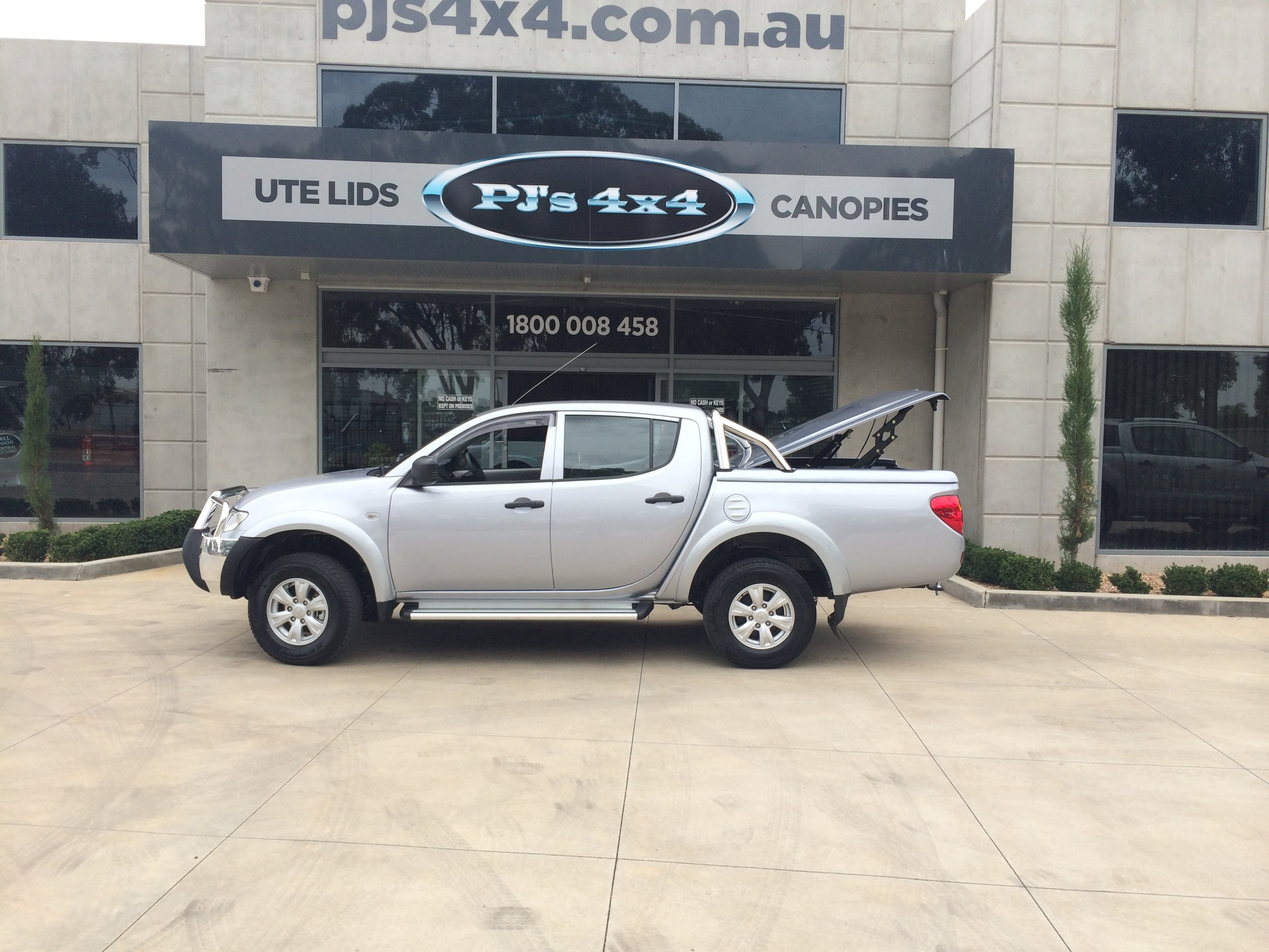 Mitsubishi Triton Top Up Lid with Styling Bars Silver 2.JPG