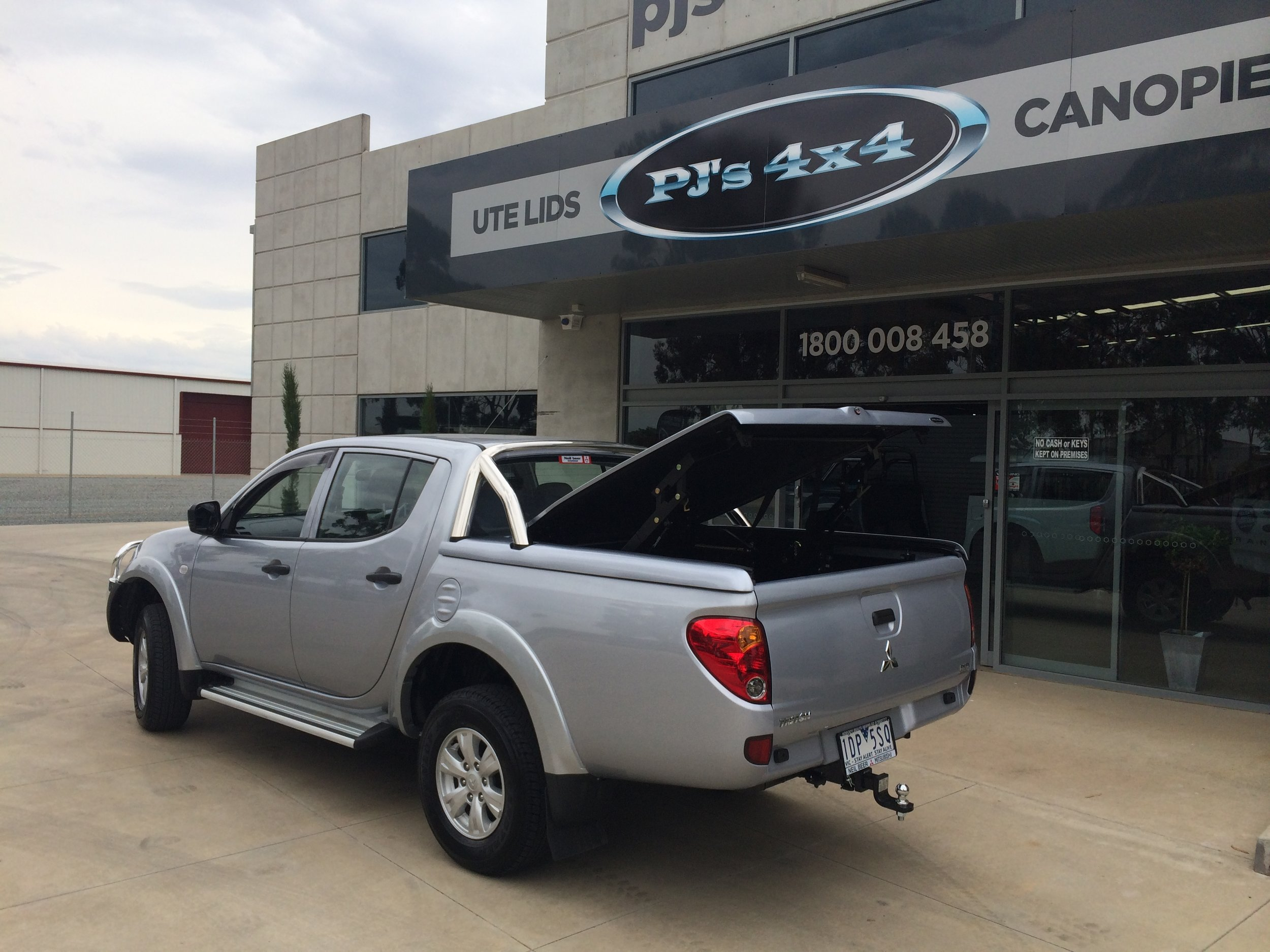 Mitsubishi Triton Top Up Lid with Styling Bars Silver 3.JPG
