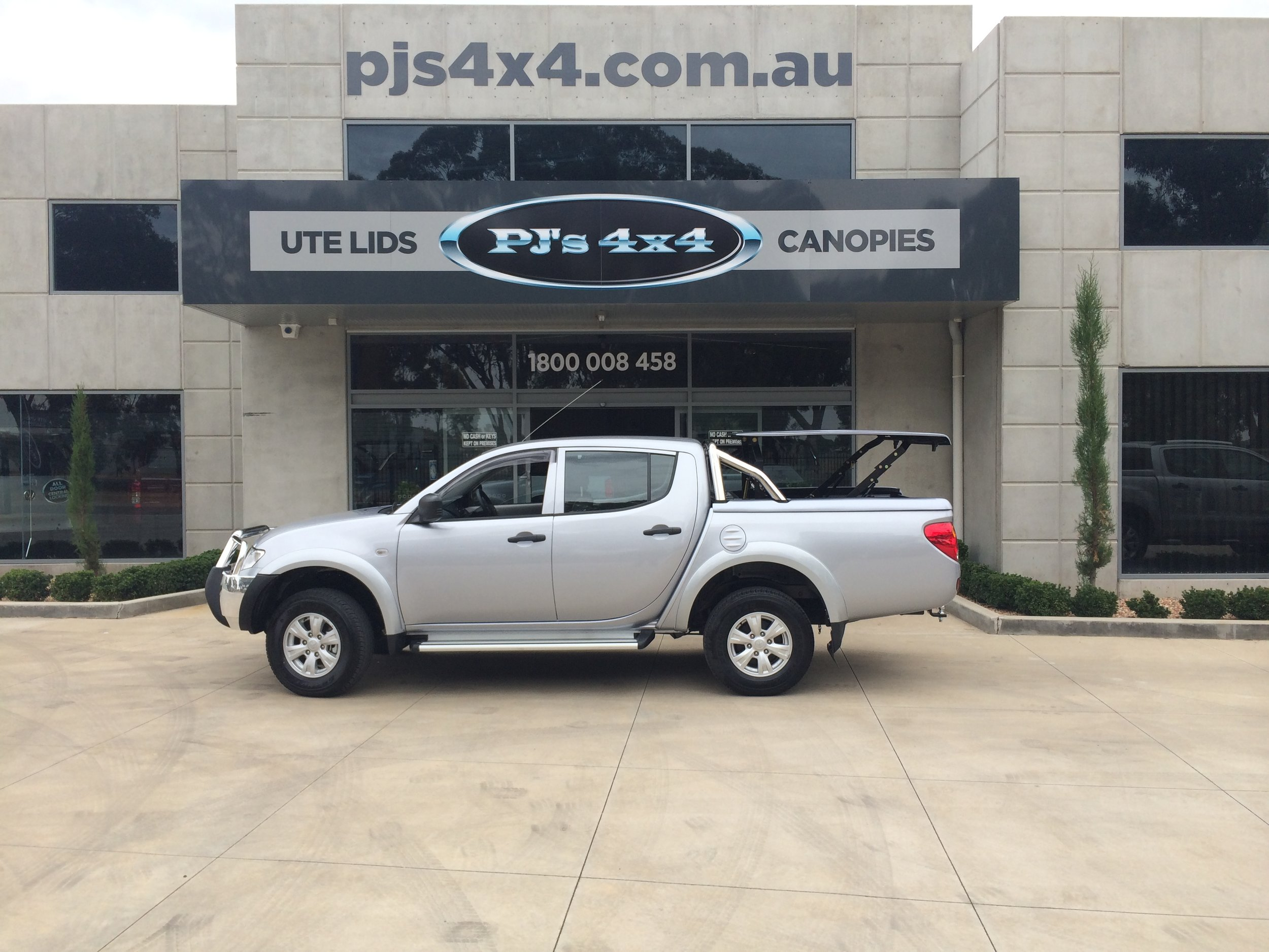 Mitsubishi Triton Top Up Lid with Styling Bars Silver 4.JPG