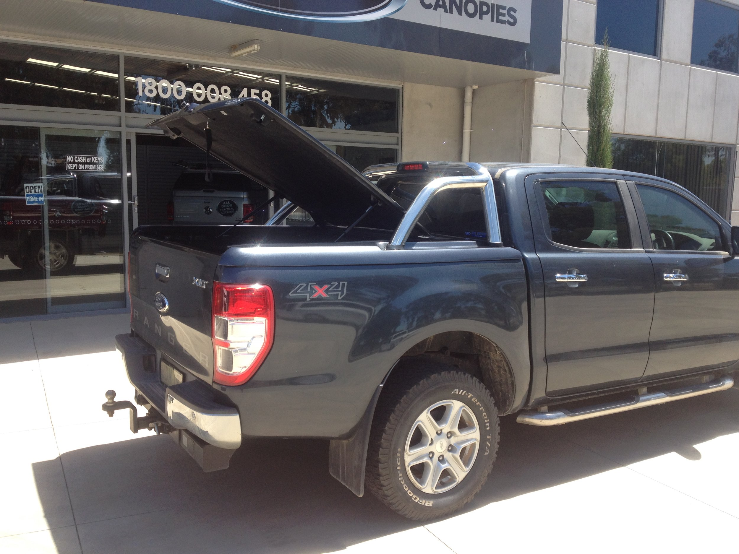Ford Ranger Sports  lid with OEM styling bars 3.JPG