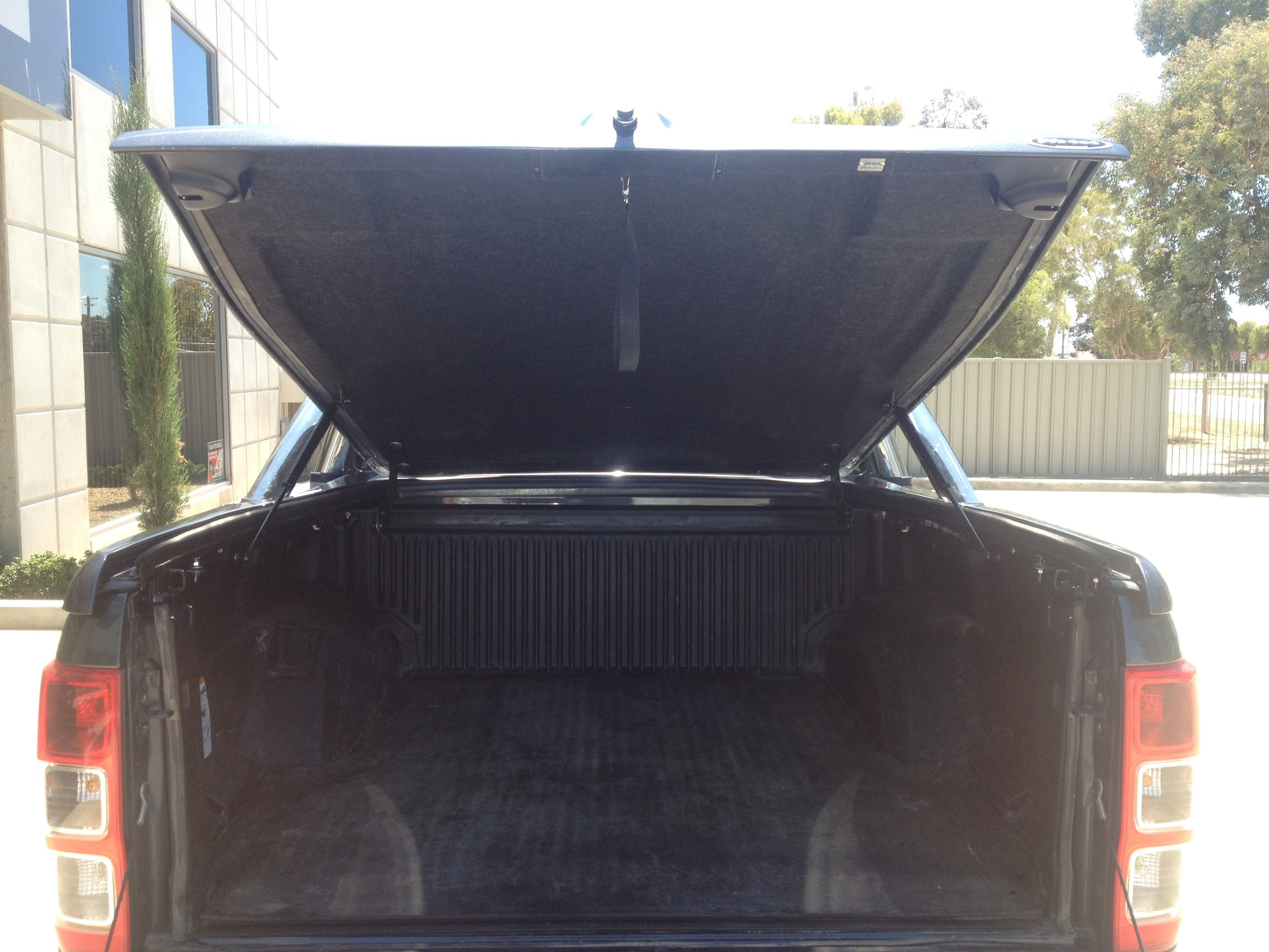 Ford Ranger Sports  lid with OEM styling bars 6.JPG