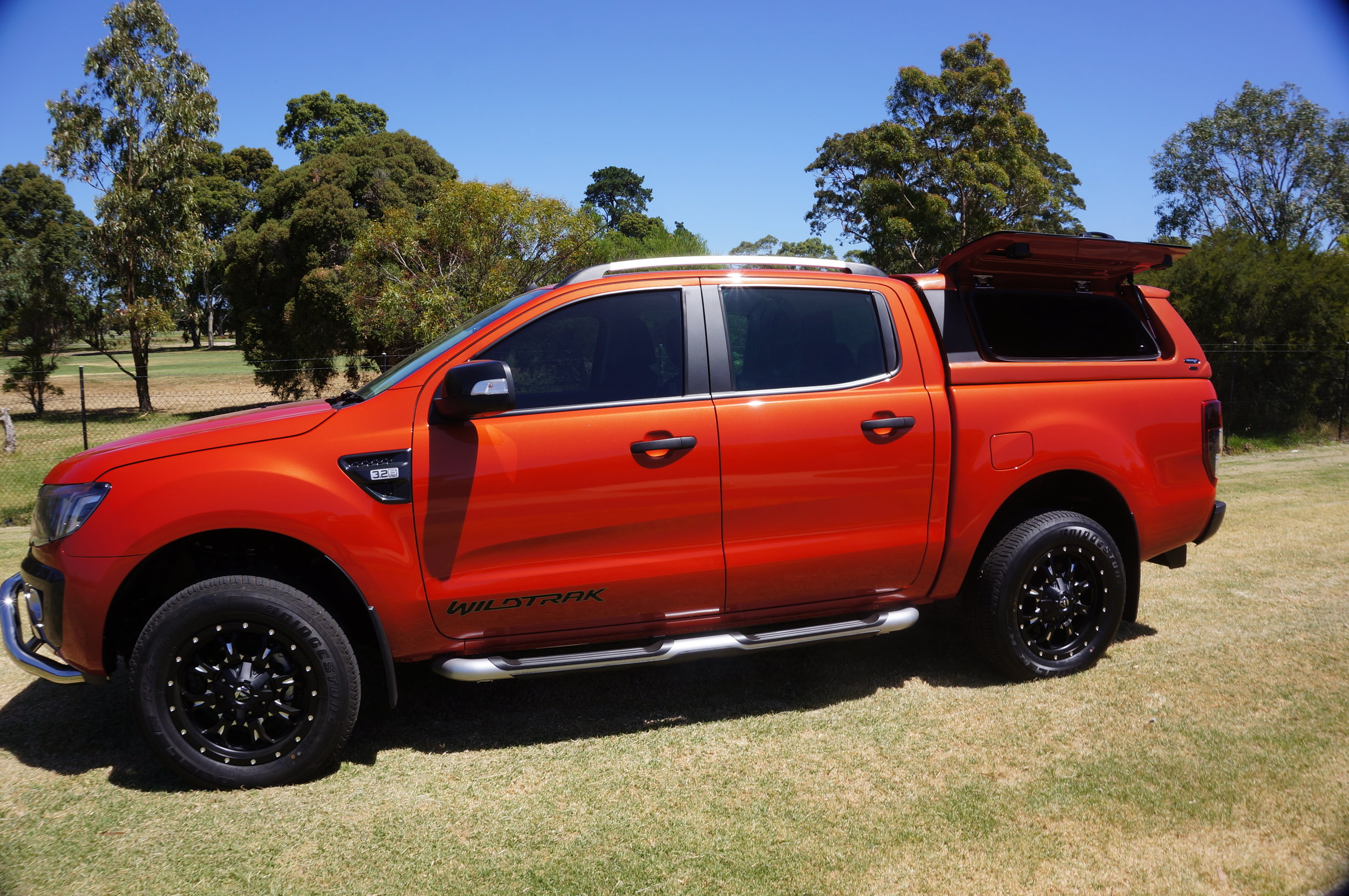Ford Ranger Twentyten canopy Orange 11.jpg