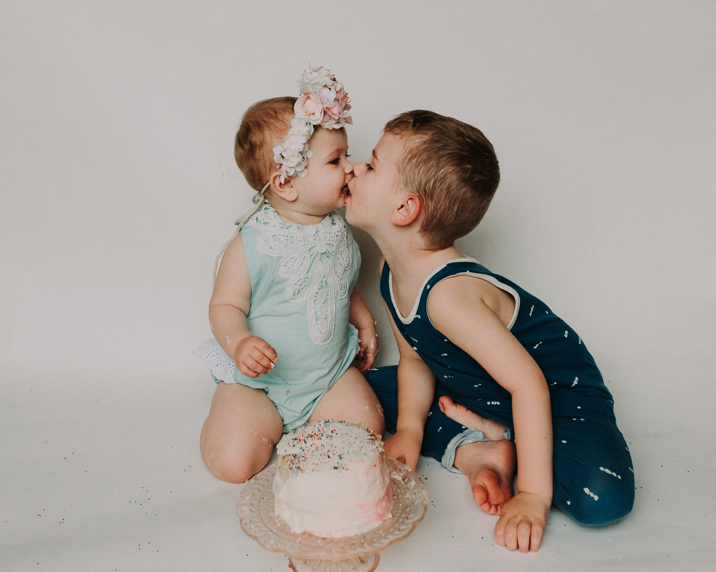 53CakeSmash-Photographer-Bellingham-WA-Brianne-Bell-Photography-(Kinley).jpg