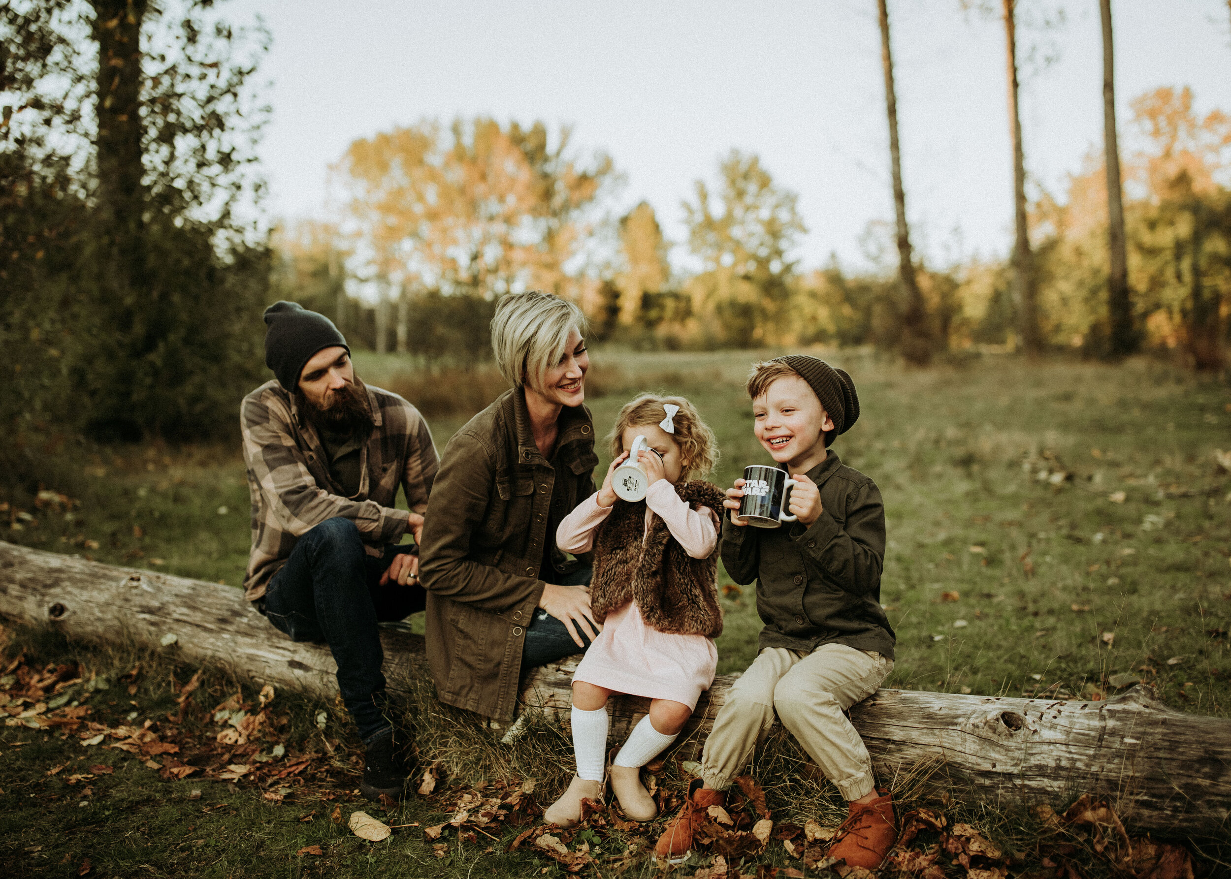 Bringing hot chocolate for this fall session was a great idea! It looks cute for photos and the kids love it.