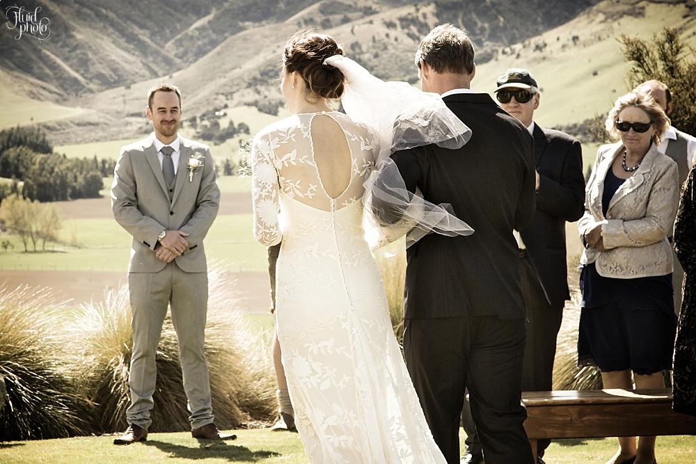 groom-sees-bride-photo-07.jpg