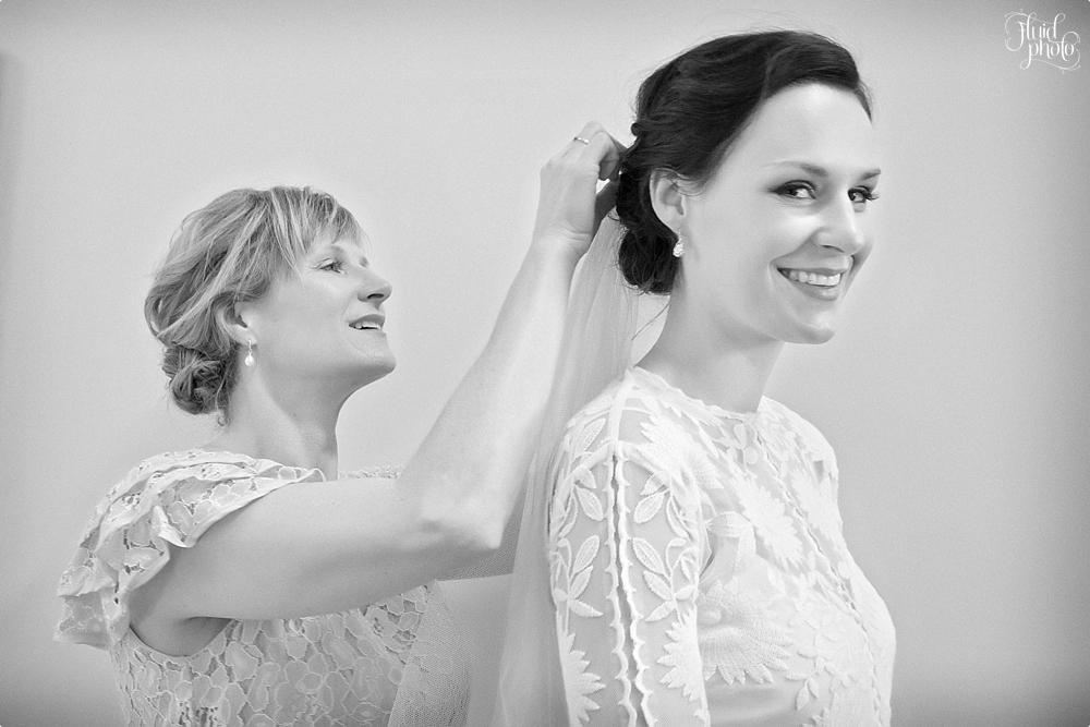 mother-daughter-wedding-photo-02.jpg