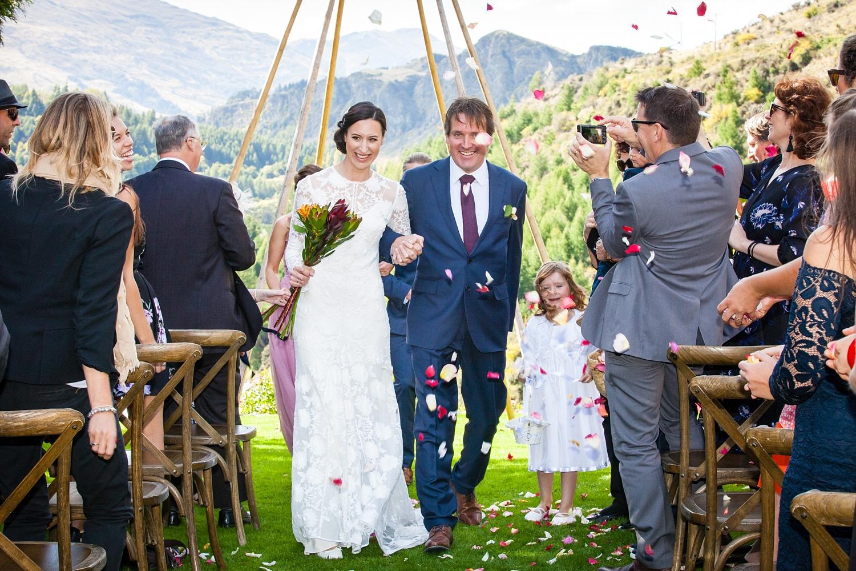 15-bride-groom-confetti.jpg
