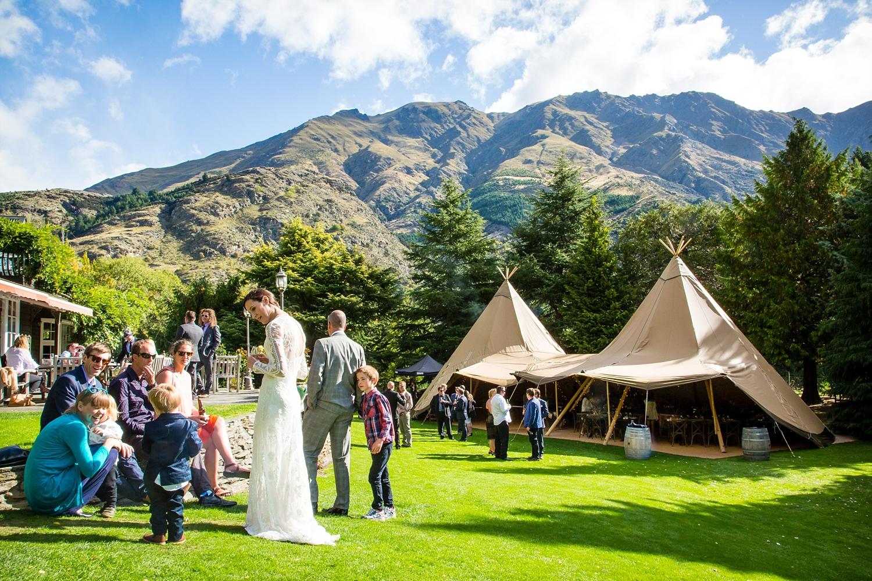38-tipi-wedding-gather-and-gold-fluidphoto.jpg