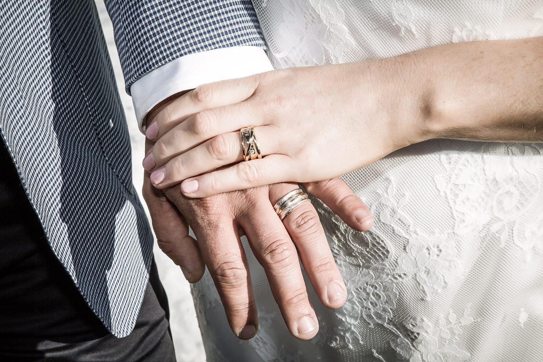 28-wedding-rings.jpg