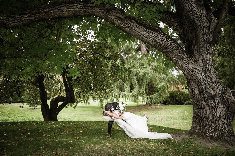 002-bride-groom-kiss.jpg