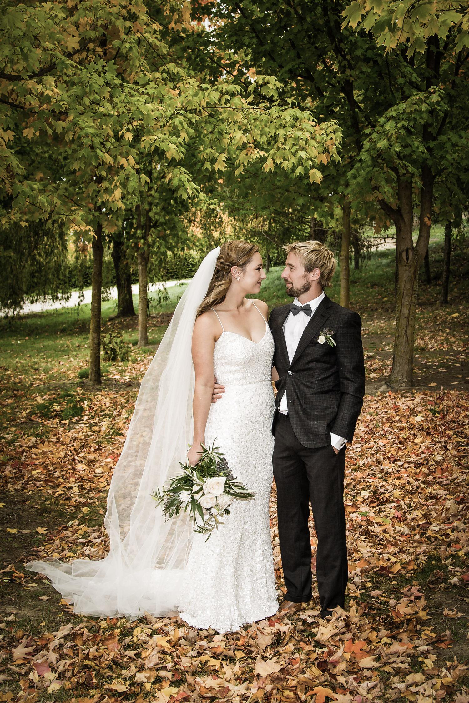 017-bride-groom-autumn-colours.jpg