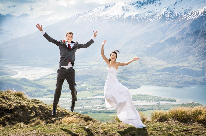 027-bride-groom-jumping.jpg