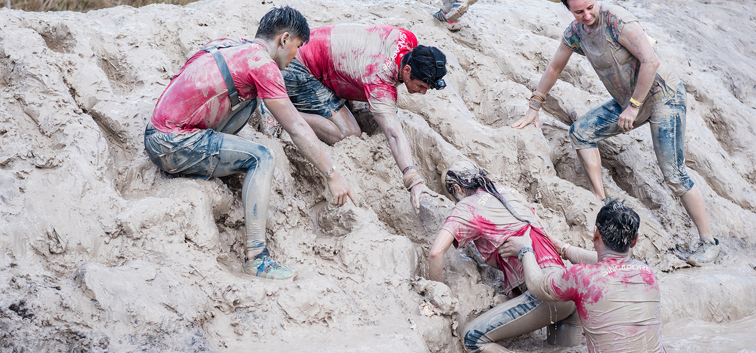 Leave no woman behind! Team TMDsports from Singapore in Tough Mudder Southeast Queensland 2016 held in May