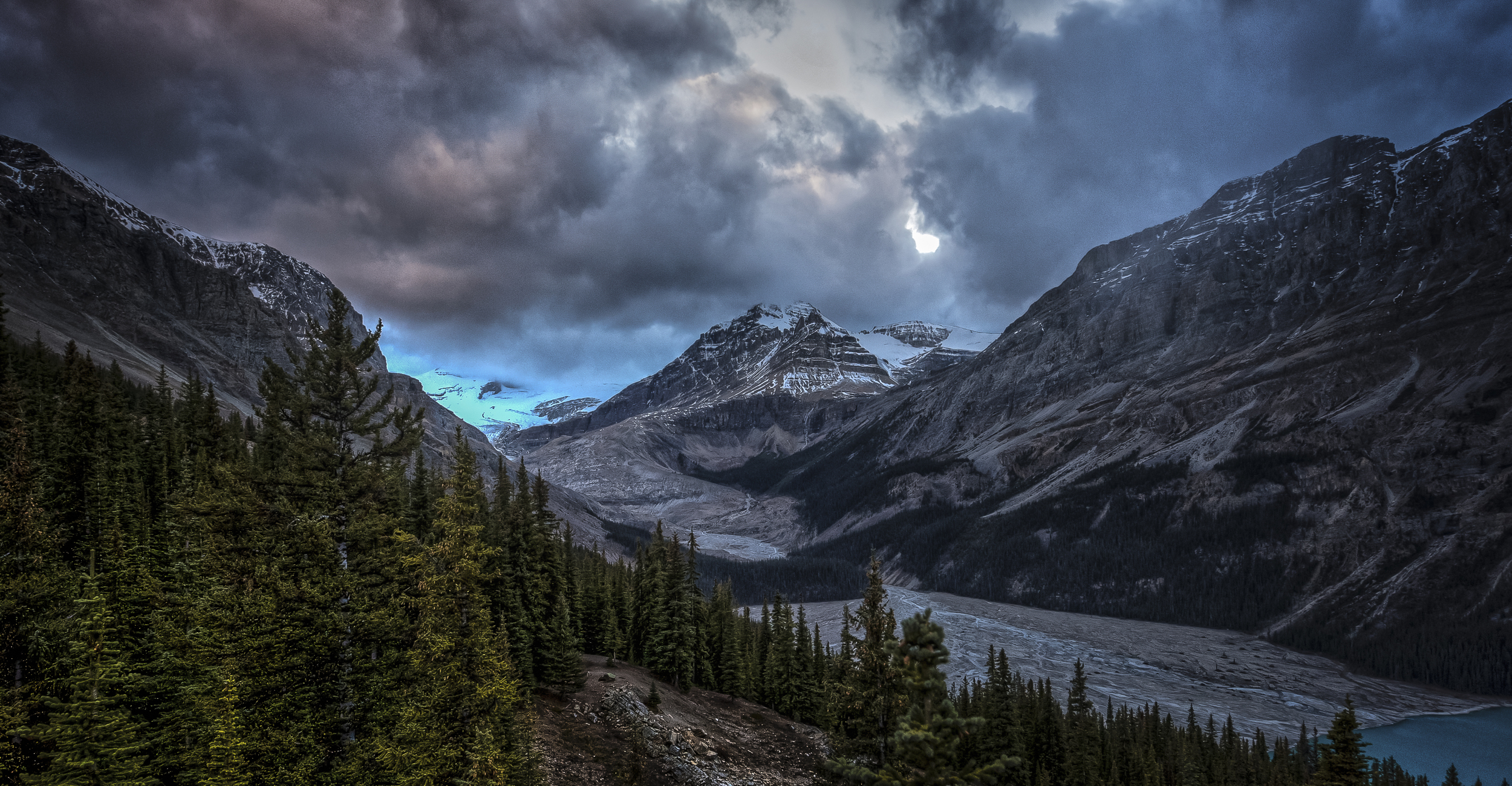 Along the Icefields Parkway in Alberta, Canada | October 2015