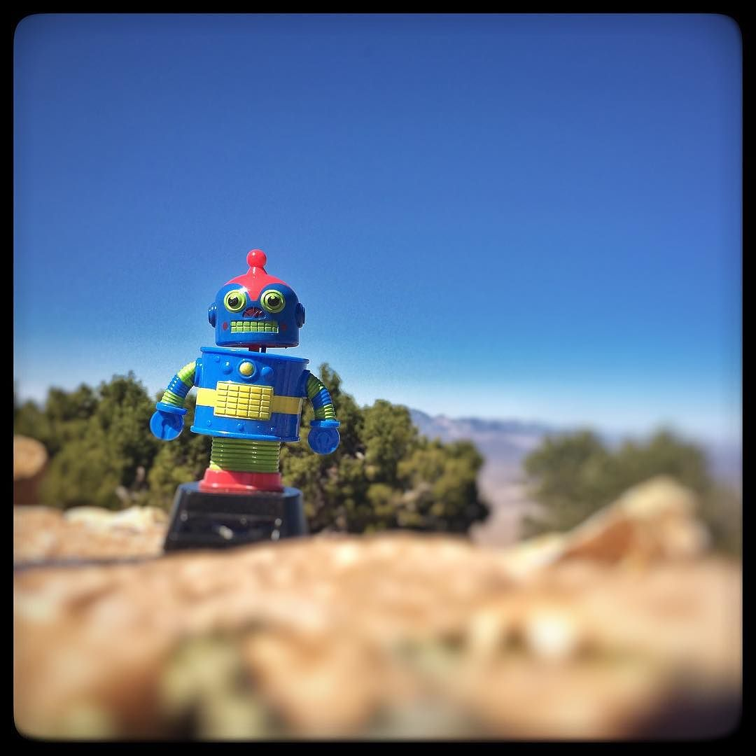 _robot__tikaboopeak__area51__alien__toy__nevada.jpg