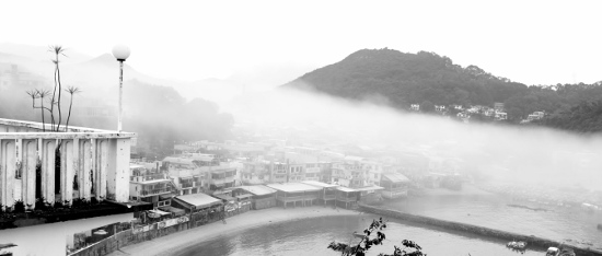 Mist rose to wrap Yung Shue Wan in the morning of the Valentine's Day, so gently...