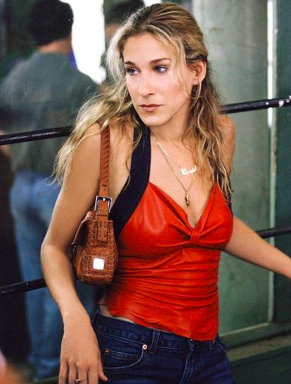 FendiBaguette - Carrie en possède une certaine collection dont elle se fait même volé un (rose en sequins) dans la rue avec ses belles Manolo's