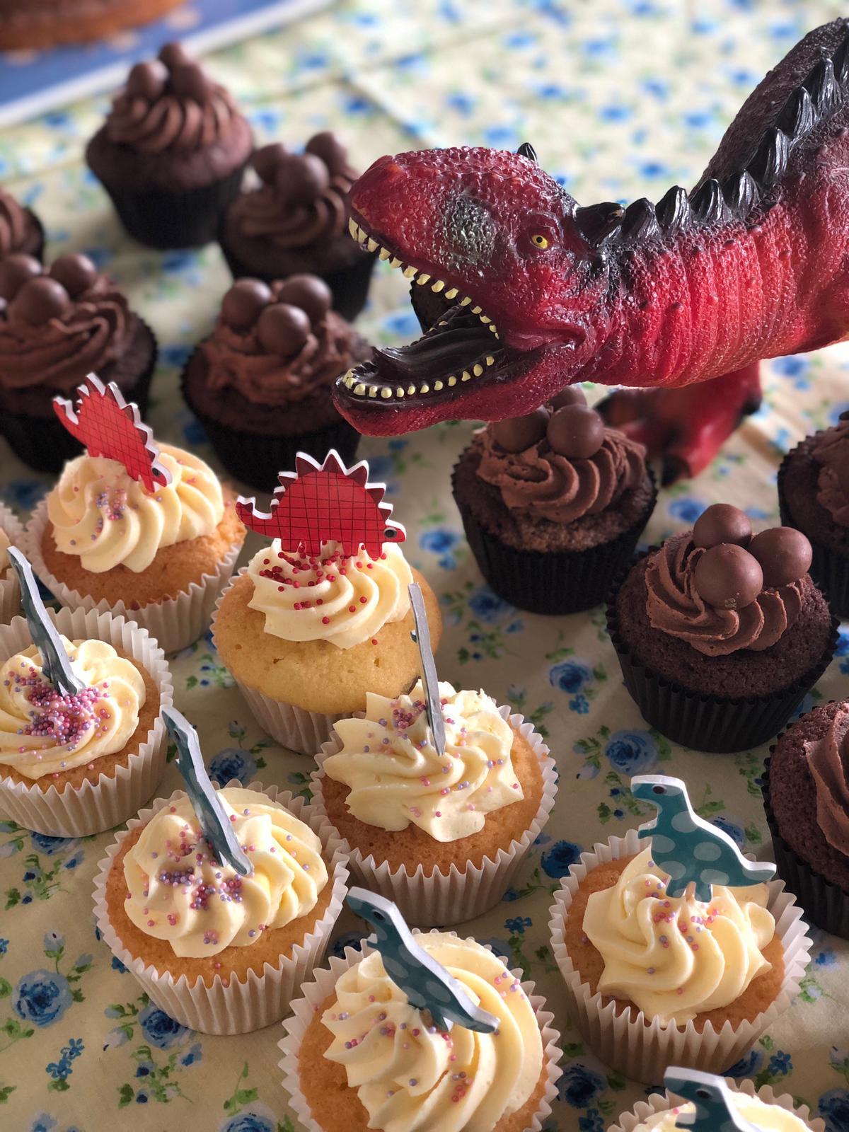 Dinosaur themed cakes 2019