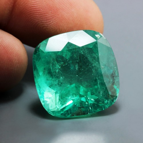 Cushion cut emerald 2.jpg