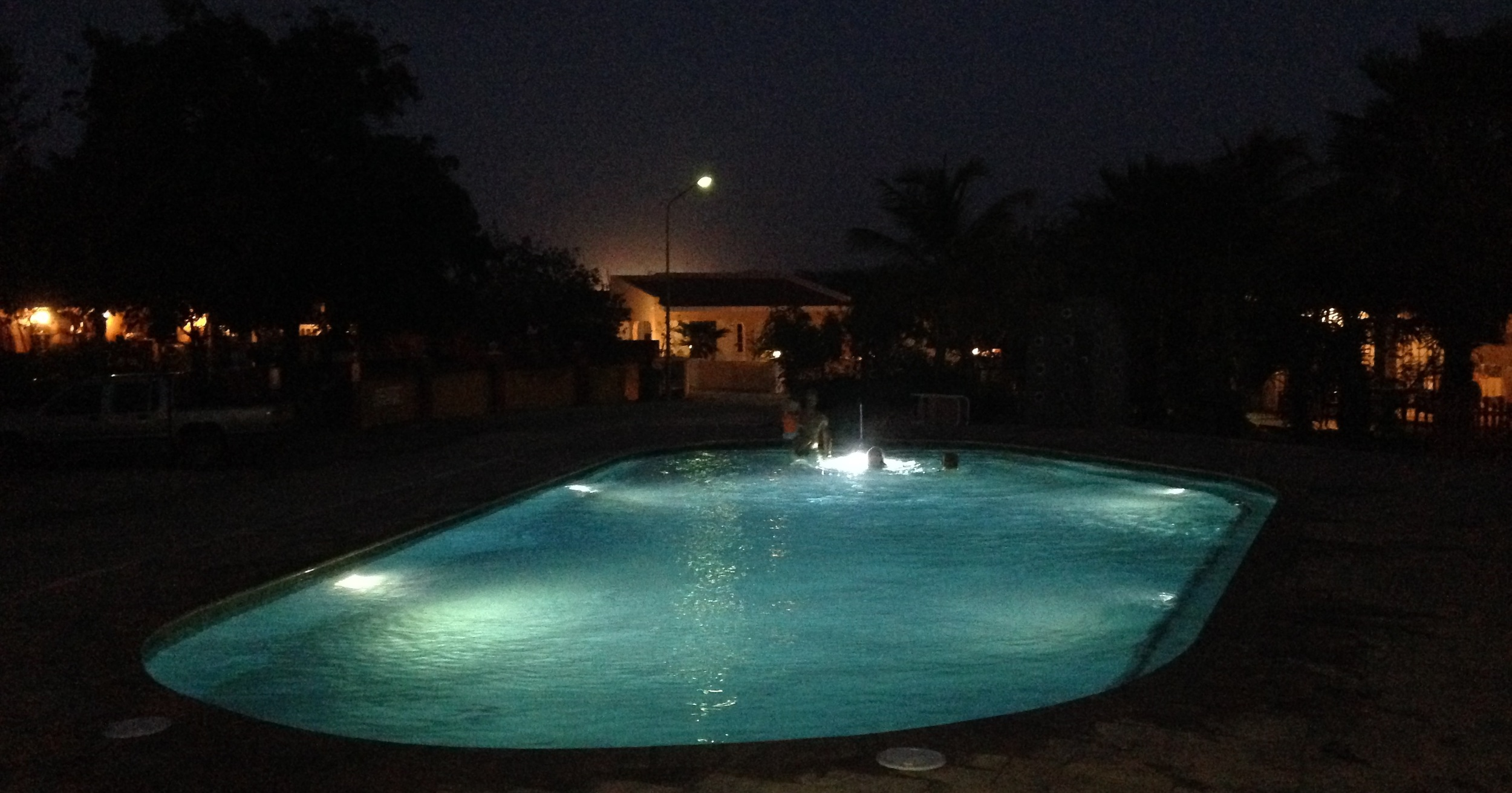 A big pool with 5 lamps installed. For a standard private pool, a single lamp will suffice.