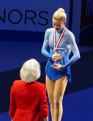 Gracie Gold talks with 1956 Olympic champion Tenley Albright during the awards ceremony at the 2014 U.S. Championships, which Gold won.