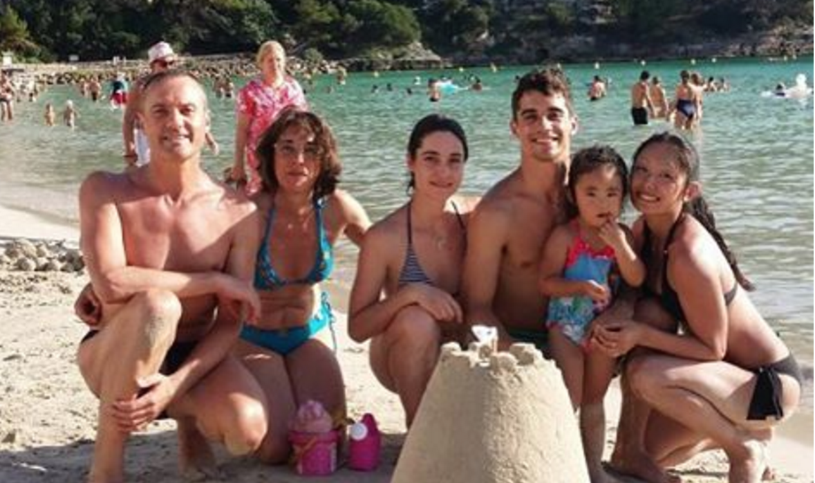 Javier Fernandez (third from right) with (l. to r.) his parents, sister, girlfriend Miki Ando's daughter, Himawari, and Ando last summer on a Spanish beach. (Courtesy Javier Fernandez via Instagram)