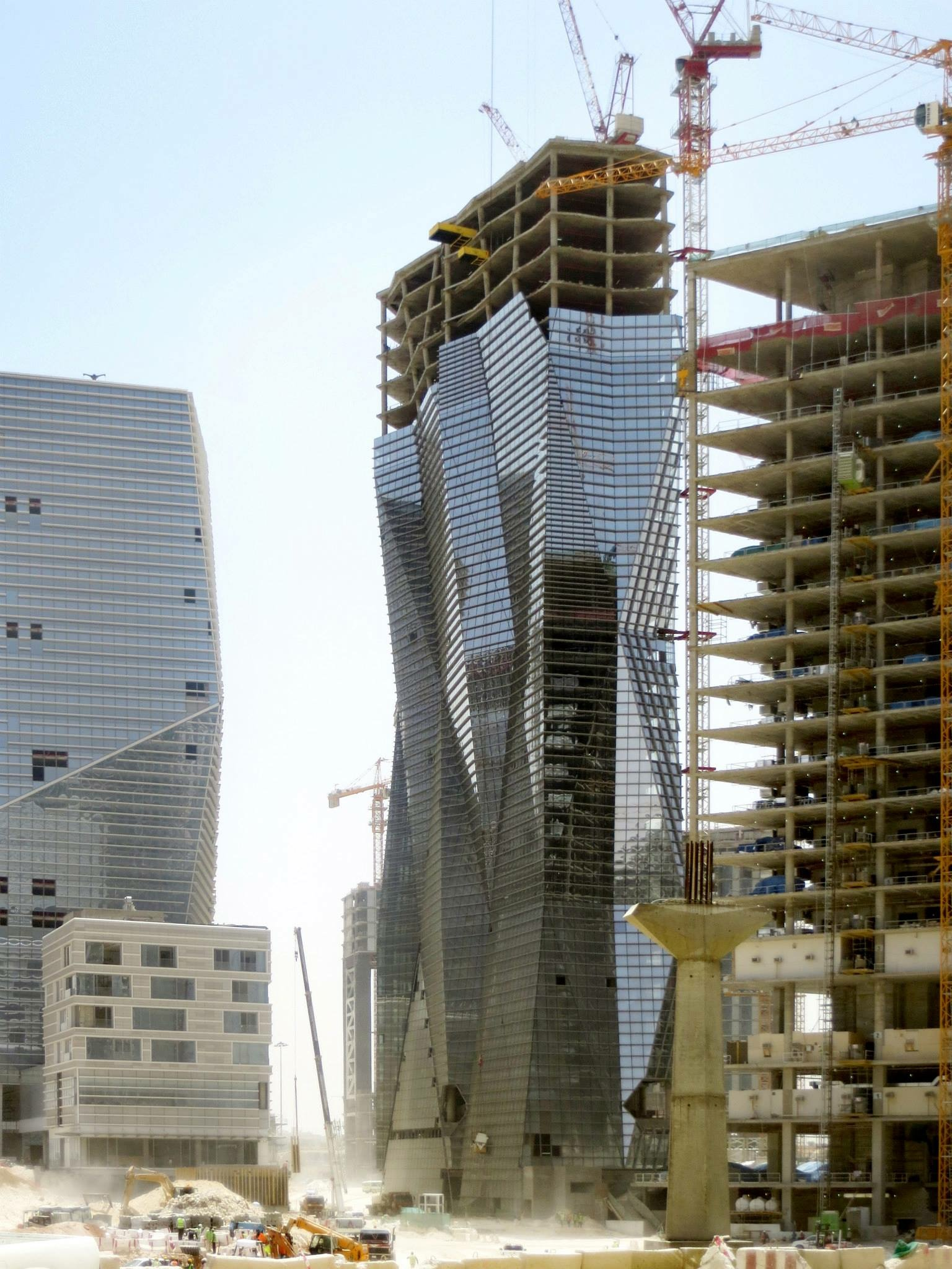 At right: the Muqarnas Tower under construction in King Abdullah financial district in Riyadh, Saudi, Arabia.Wong was the building's design architect (Jackie Wong photo)