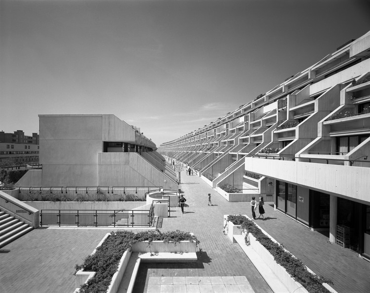 Neave Brown/London Borough of Camden Architects Department, Alexandra Road Estate (Rowley Way), Camden, London, 1979 (image credit: Martin Charles / RIBA Collections).