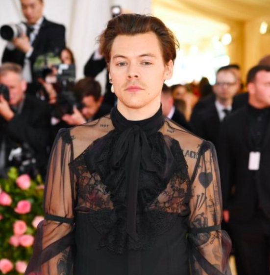 Harry Styles' Pastel Manicure Should Be Emulated All Summer Long -